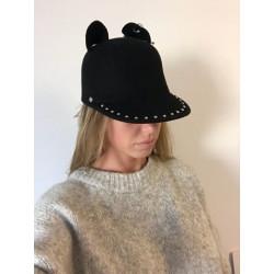 Pom pom hat black