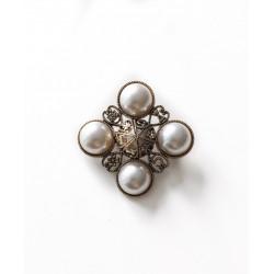 Brosa delicate pearls