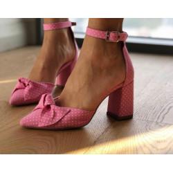Pantofi cu buline mici